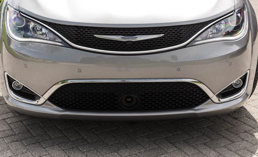 2017 Chrysler Pacifica - Slide 16