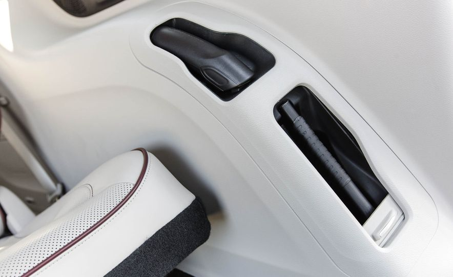 2017 Chrysler Pacifica - Slide 52