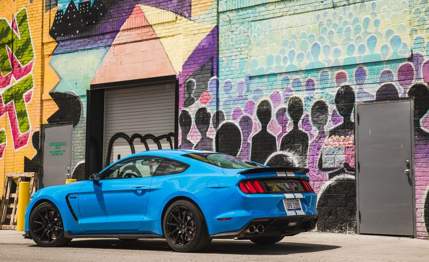 2017 Ford Mustang Shelby GT350 - Slide 18