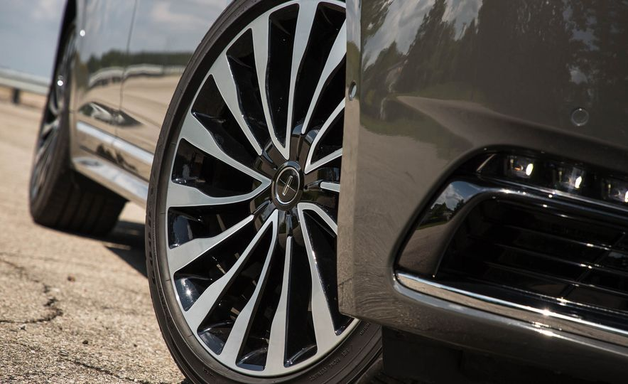 2017 Lincoln Continental - Slide 22