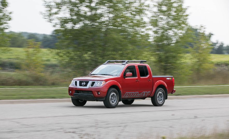 2017 Nissan Frontier Pictures Photo Gallery Car And Driver