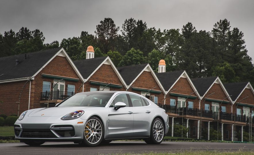 2017 Porsche Panamera Turbo - Slide 3