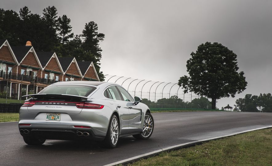 2017 Porsche Panamera Turbo - Slide 4