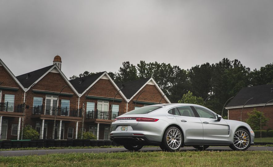 2017 Porsche Panamera Turbo - Slide 6