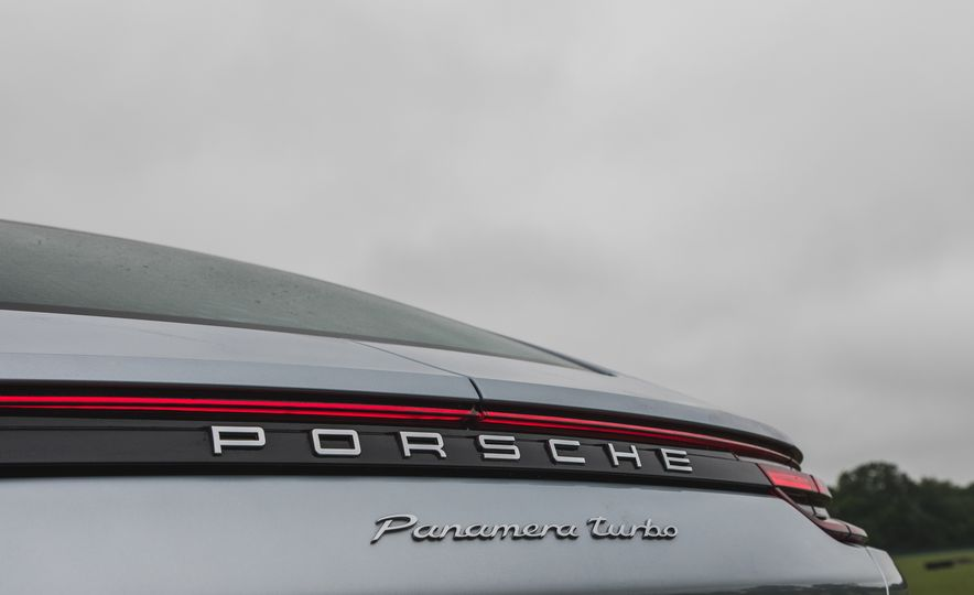 2017 Porsche Panamera Turbo - Slide 21