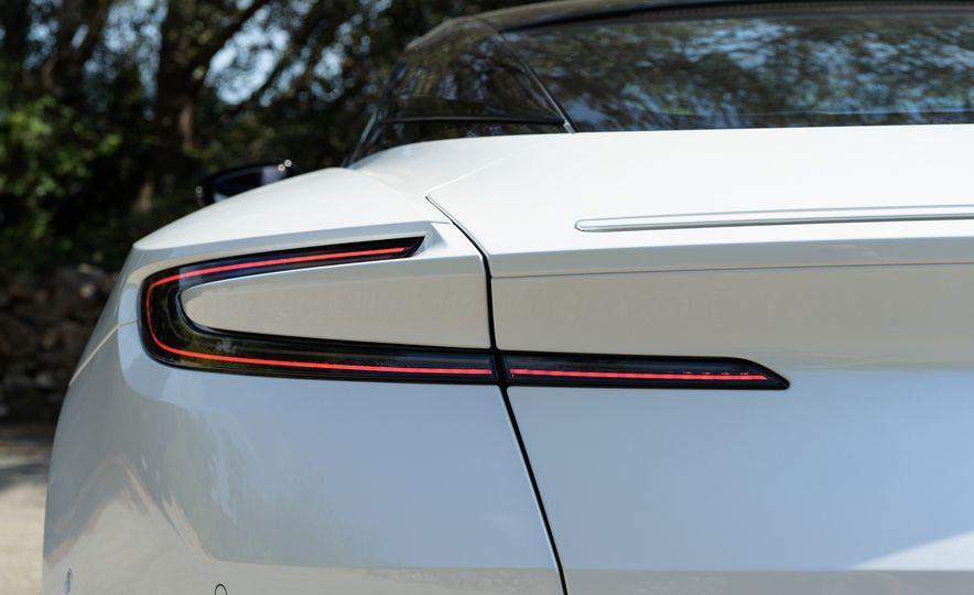 2018 Aston Martin DB11 V-8 - Slide 31