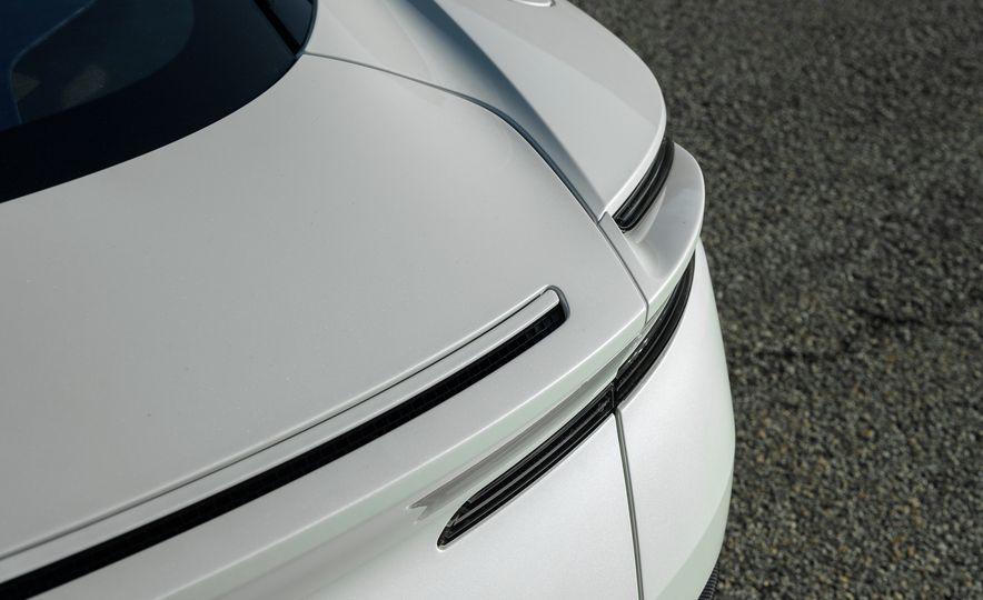 2018 Aston Martin DB11 V-8 - Slide 32