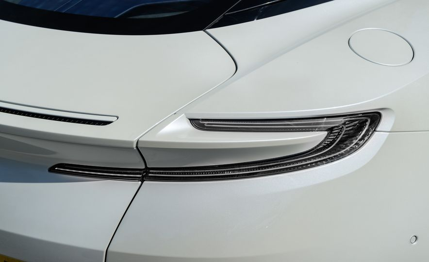 2018 Aston Martin DB11 V-8 - Slide 33