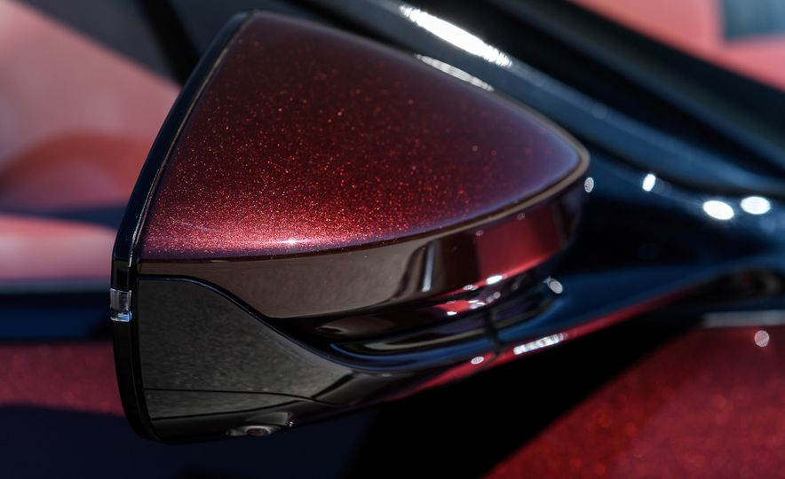 2018 Aston Martin DB11 V-8 - Slide 124