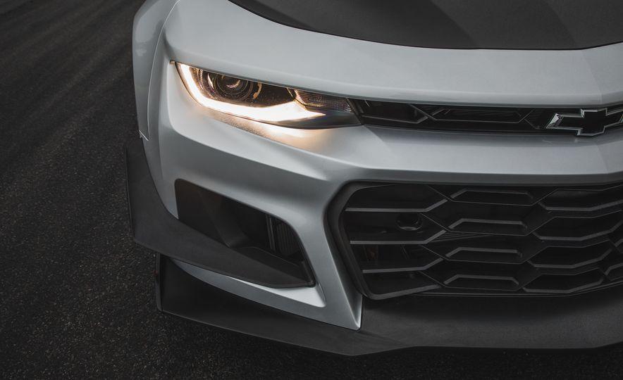 2018 Chevrolet Camaro ZL1 1LE - Slide 18