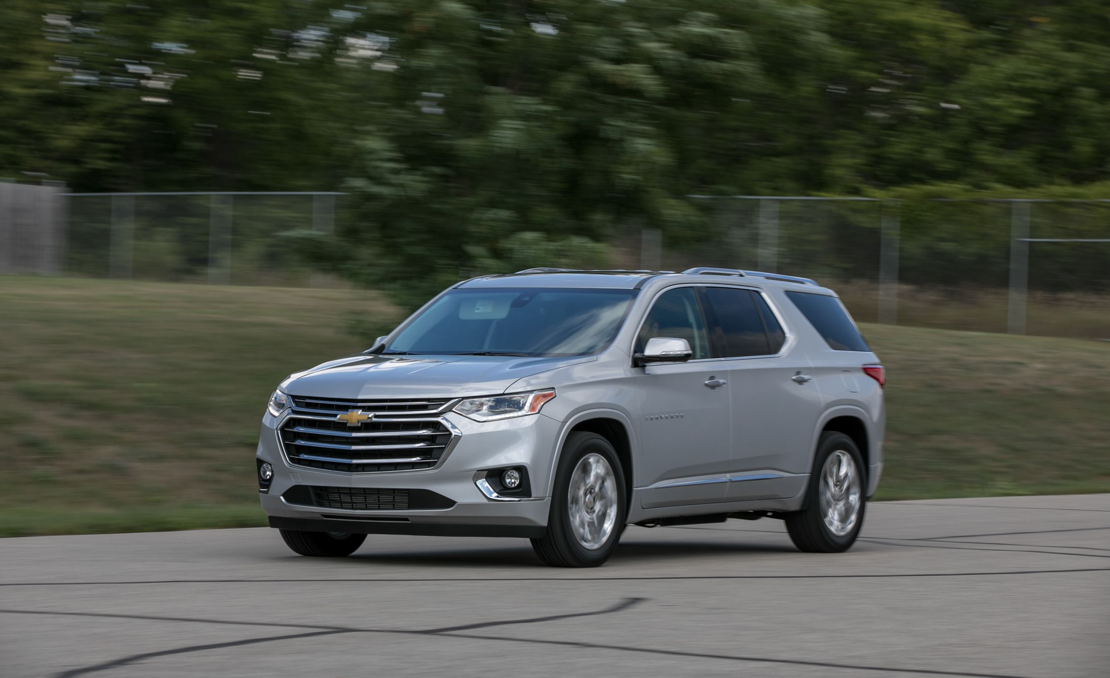 Chevrolet Traverse Reviews | Chevrolet Traverse Price, Photos, and Specs |  Car and Driver