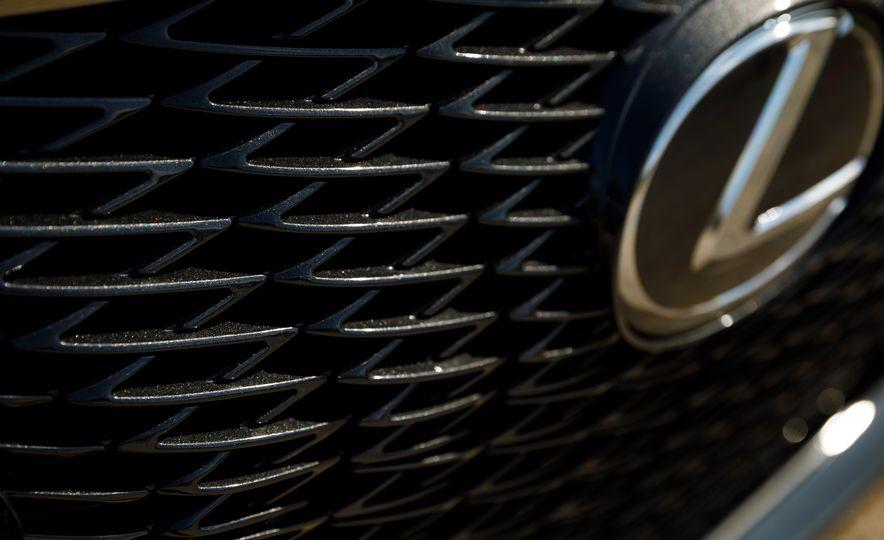 2018 Lexus LS500 AWS F Sport - Slide 16
