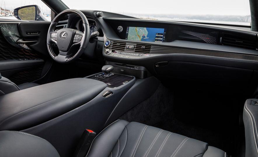 2018 Lexus LS500 AWS F Sport - Slide 22