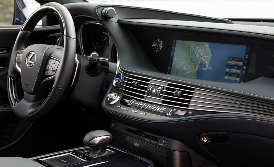 2018 Lexus LS500 AWS F Sport - Slide 23