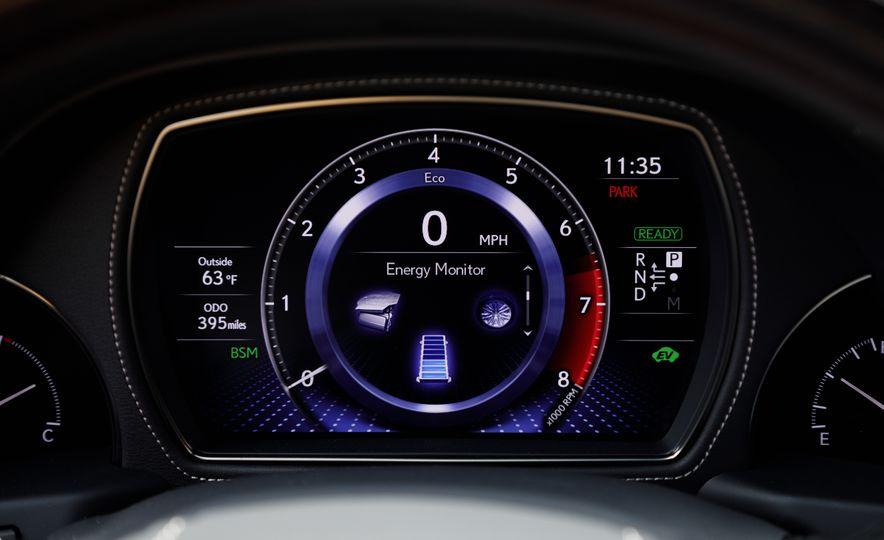 2018 Lexus LS500 AWS F Sport - Slide 32