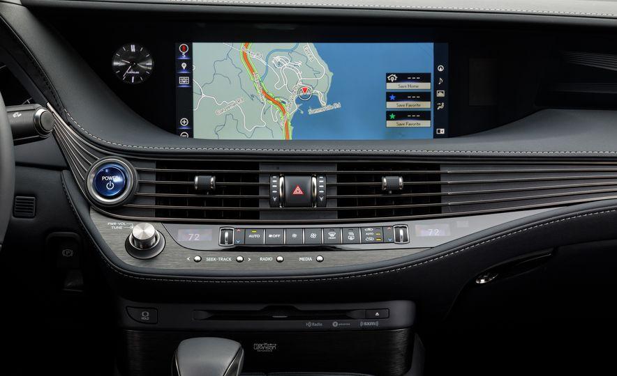 2018 Lexus LS500 AWS F Sport - Slide 34