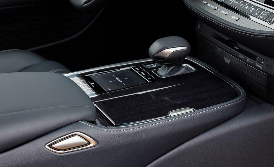 2018 Lexus LS500 AWS F Sport - Slide 40
