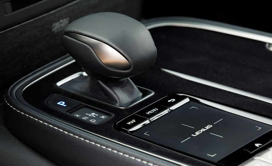 2018 Lexus LS500 AWS F Sport - Slide 42