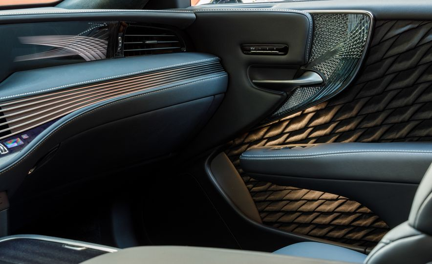 2018 Lexus LS500 AWS F Sport - Slide 43