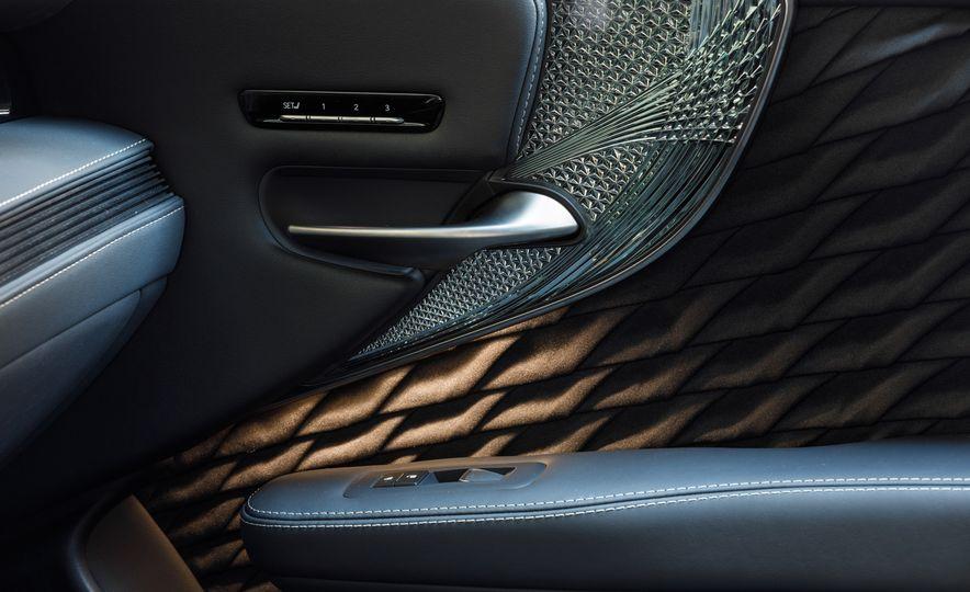 2018 Lexus LS500 AWS F Sport - Slide 44