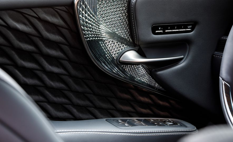 2018 Lexus LS500 AWS F Sport - Slide 52