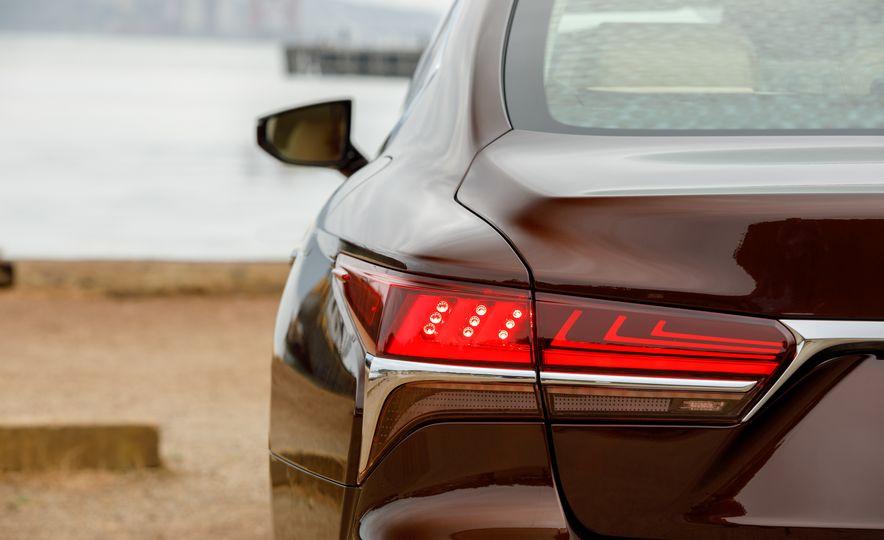 2018 Lexus LS500 AWS F Sport - Slide 69