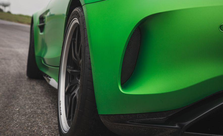 2018 Mercedes-AMG GT R - Slide 45