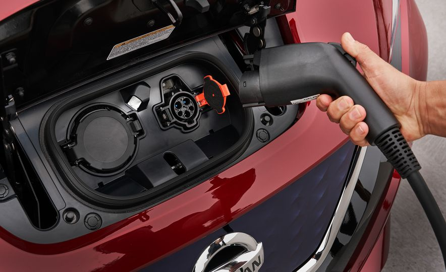 2018 Nissan Leaf - Slide 8