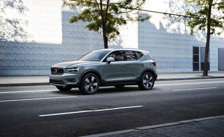 2019 Volvo XC40 - Slide 1