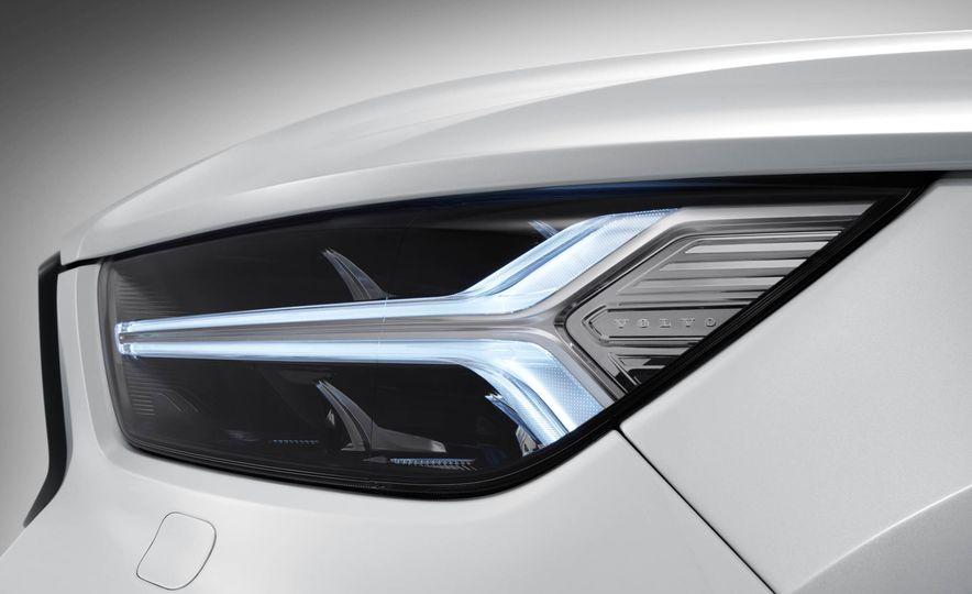 2019 Volvo XC40 - Slide 27