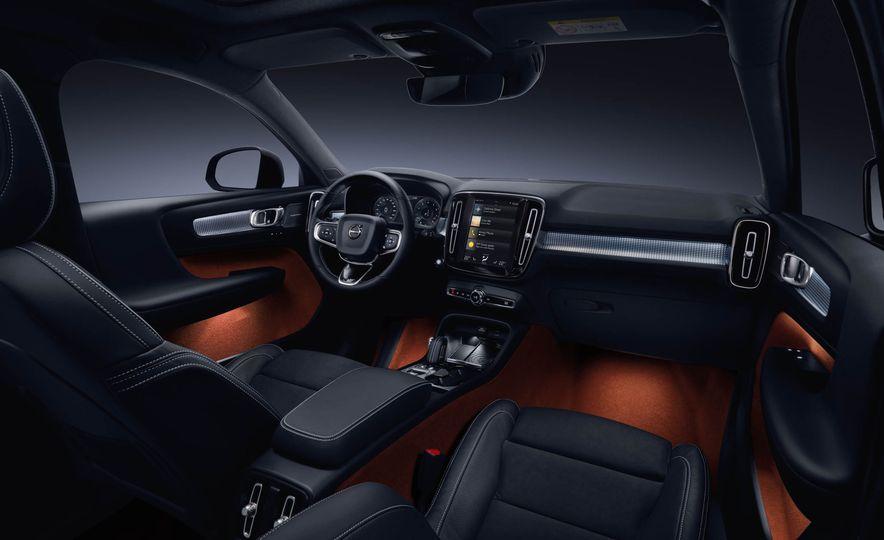 2019 Volvo XC40 - Slide 35