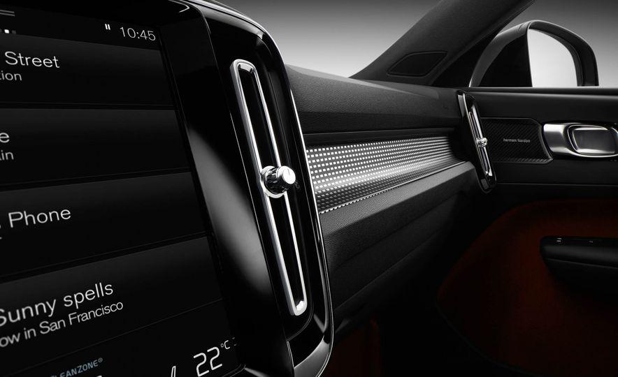 2019 Volvo XC40 - Slide 43