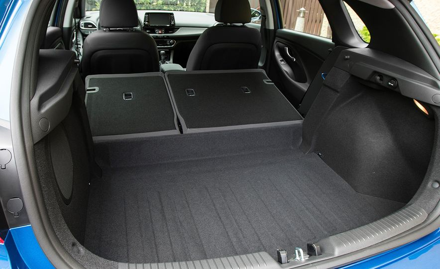 2018 Hyundai Elantra GT hatchback - Slide 38