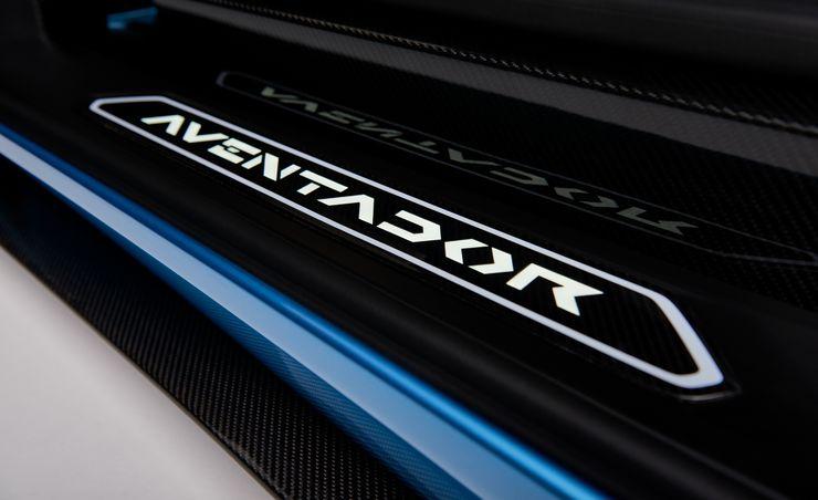Racy Roadster: Lamborghini Chops the Top off the 730-HP Aventador S