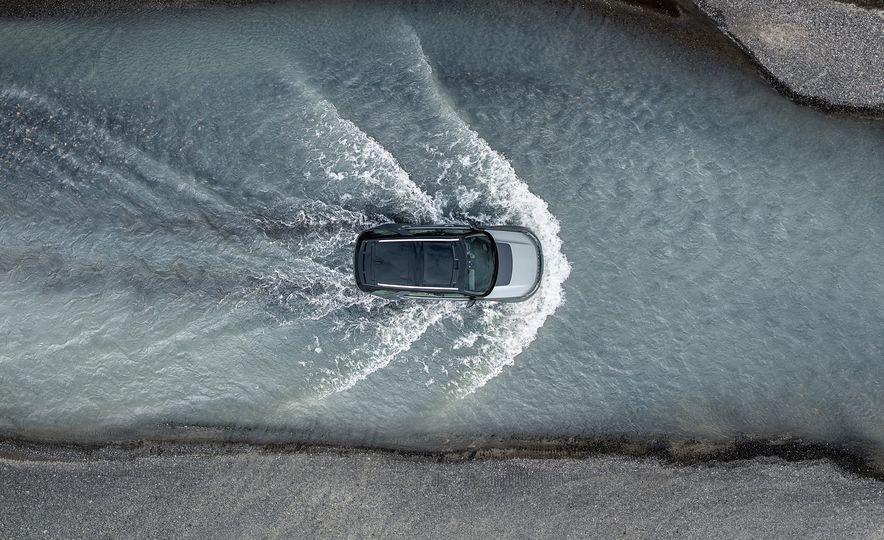 2019 Land Rover Discovery SVX - Slide 1