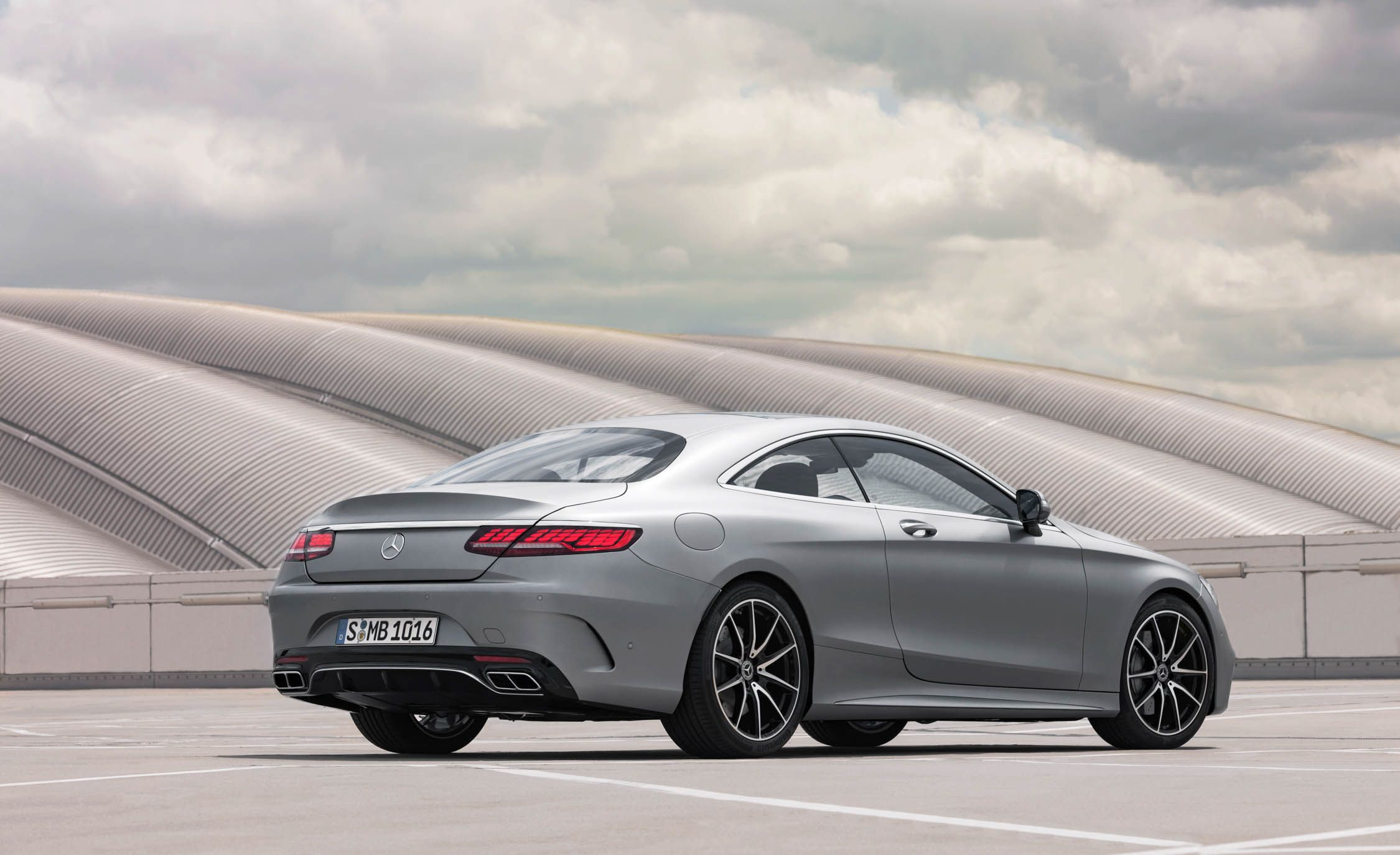 https://hips.hearstapps.com/amv-prod-cad-assets.s3.amazonaws.com/wp-content/uploads/2017/09/Mercedes-Benz-S-Class-187.jpg