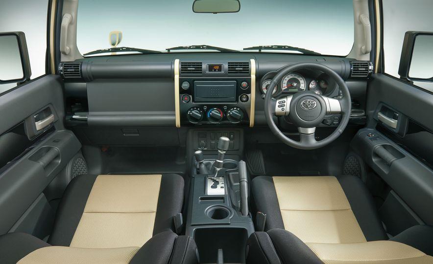 Toyota FJ Cruiser (JDM spec) - Slide 6