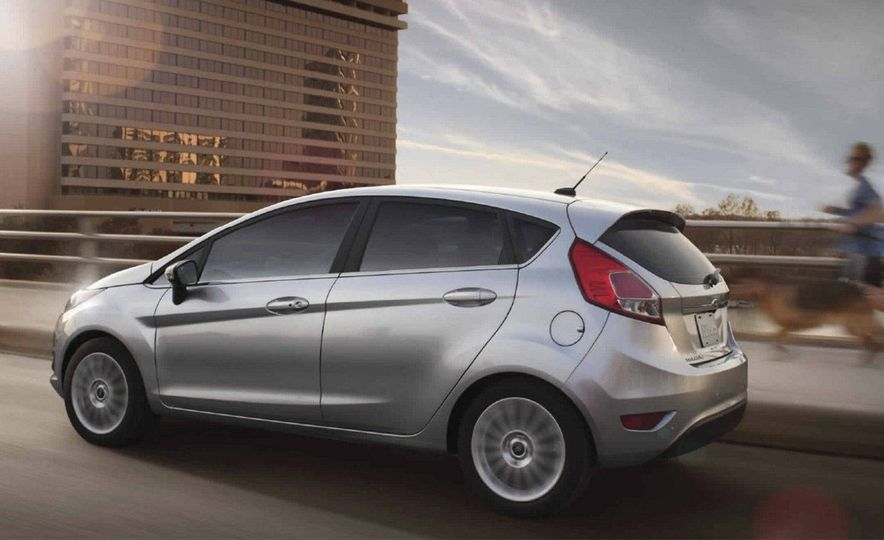 2017 Ford Fiesta Hatchback Automatic - Slide 4