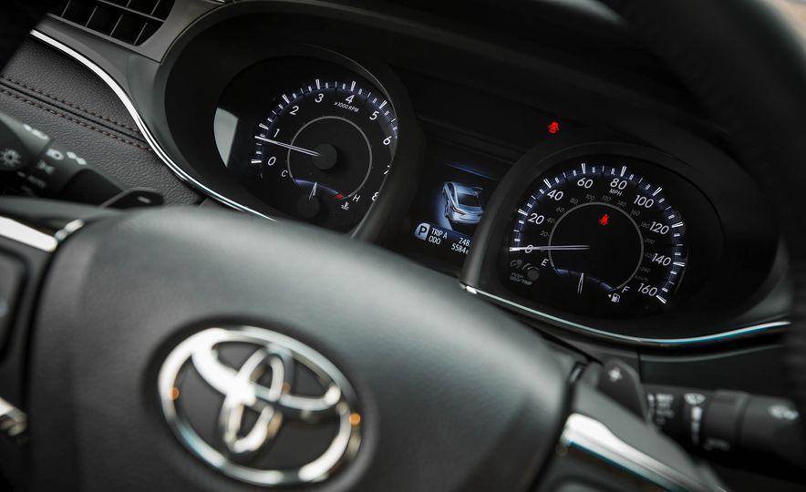 2016 Toyota Avalon - Slide 23