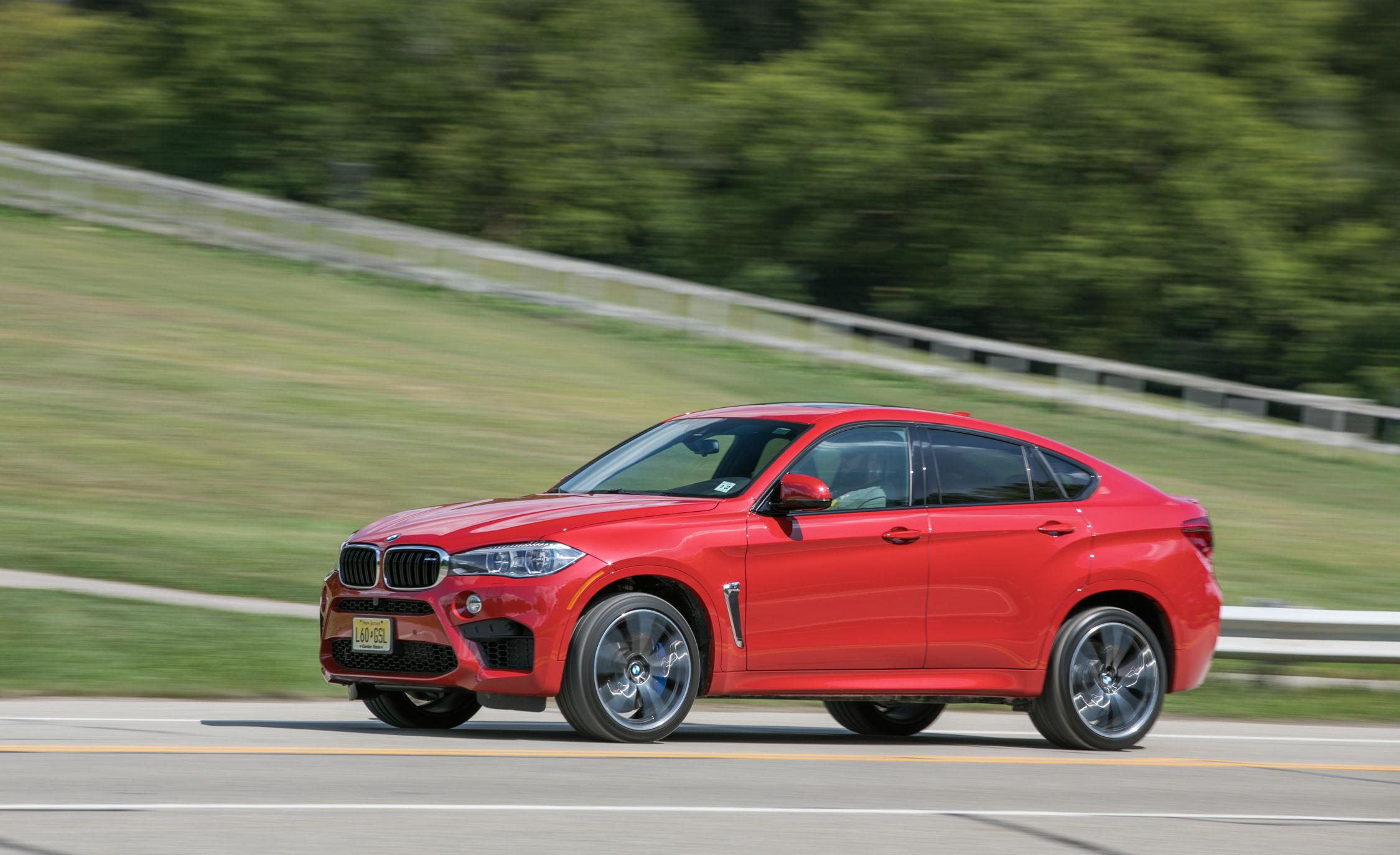 BMW X6 M Reviews BMW X6 M Price s and Specs