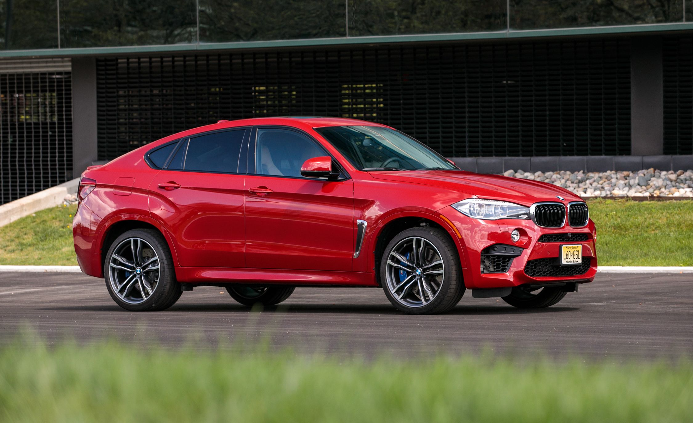 2017 Bmw X6 M Pictures Photo Gallery Car And Driver