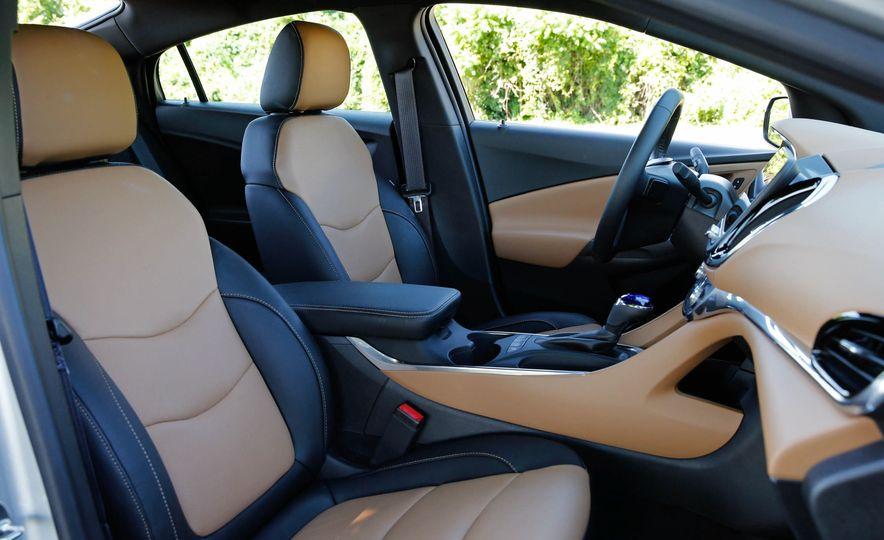 2017 Chevrolet Volt - Slide 22