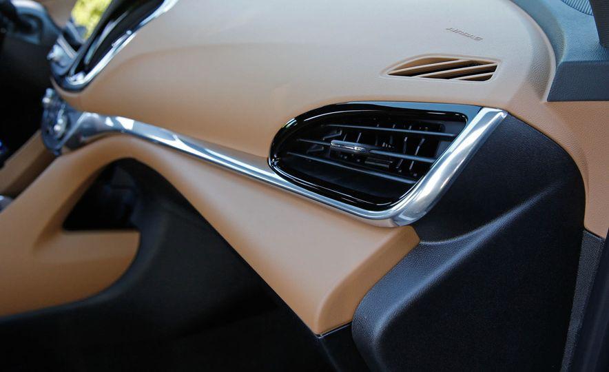 2017 Chevrolet Volt - Slide 32