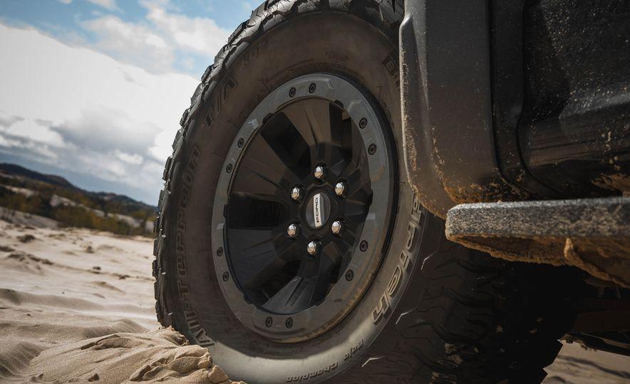 2017 Ford F-150 Raptor - Slide 17