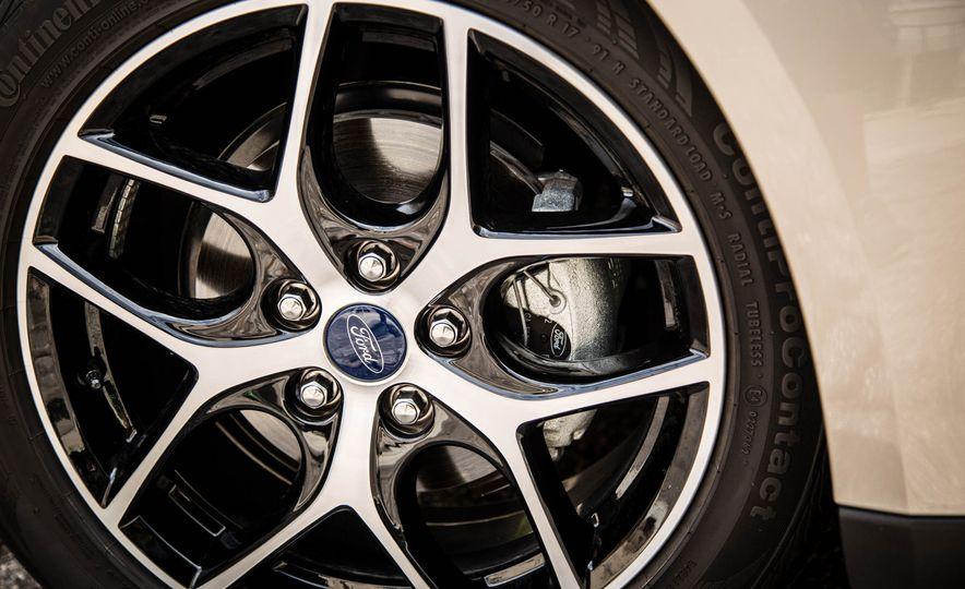 2016 Ford Focus - Slide 17