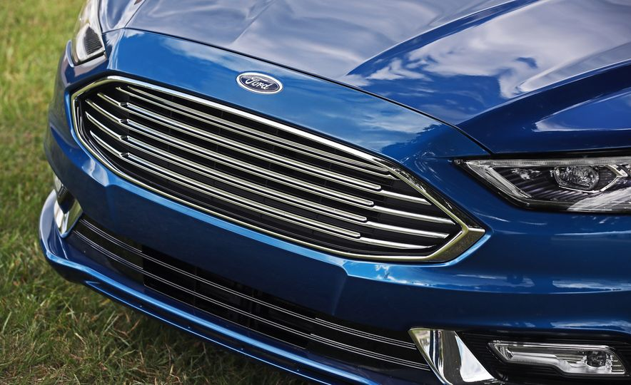 2017 Ford Fusion Hybrid - Slide 18