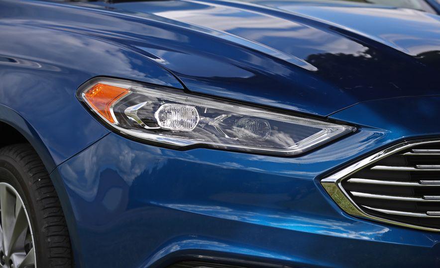 2017 Ford Fusion Hybrid - Slide 20