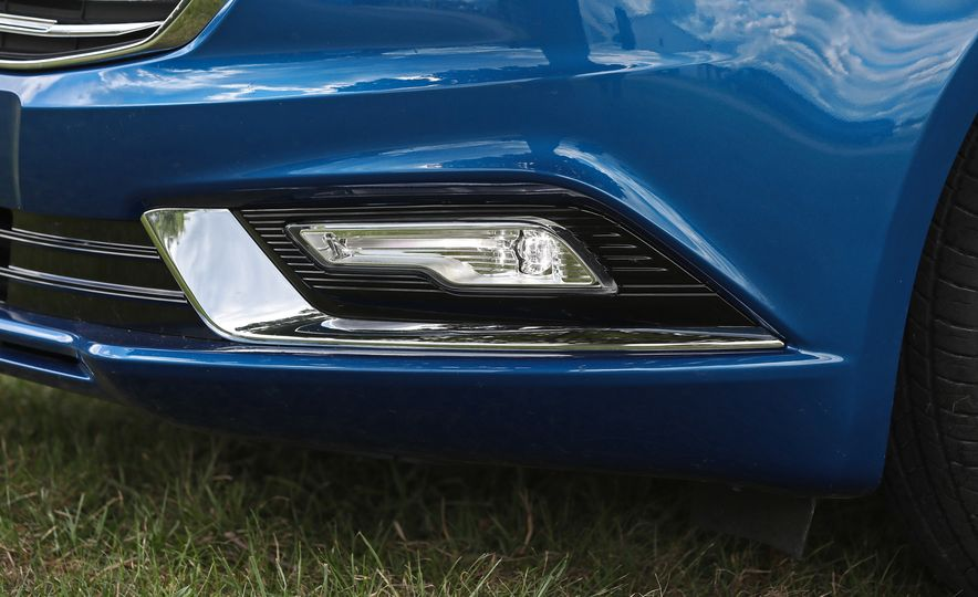 2017 Ford Fusion Hybrid - Slide 21