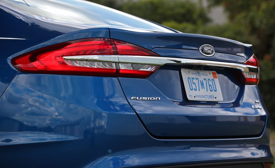 2017 Ford Fusion Hybrid - Slide 25