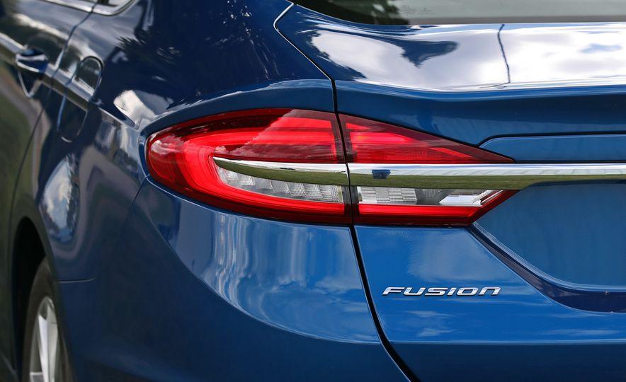 2017 Ford Fusion Hybrid - Slide 26